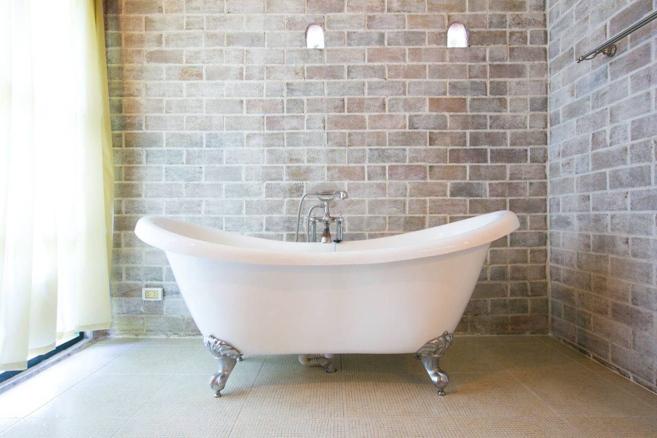 Cost To Install A Bathtub 2020 Cost Calculator And Price Guide Small Bathroom Old Bathtub