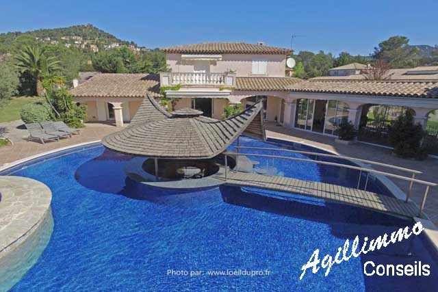 Propriété avec Gîtes et Chambres du0027hôtes FIGANIERES Villas - chambre d hotes aix en provence piscine