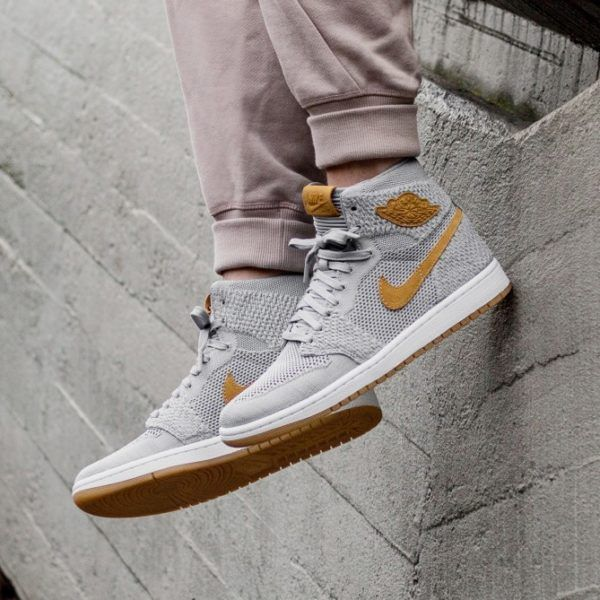 84aa53873da44 xnike-air-jordan-1-retro-high-flyknit- wolf-grey-golden-harvest—gum-yellow - 919704-025 1
