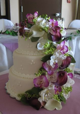 artificial flowers for wedding cakes purple and white cascading silk flowers wedding cake 10841