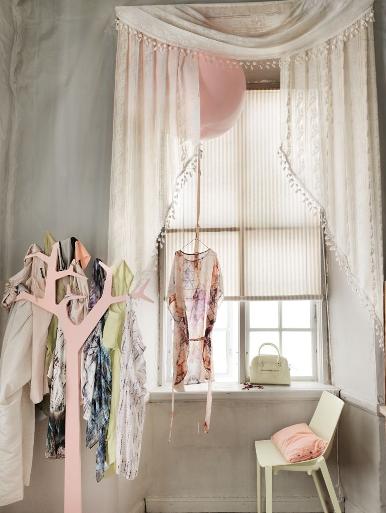 Pastel dressing room — Photography by Petra Bindel and styling by Lo Bjurulf for Elle Interiör
