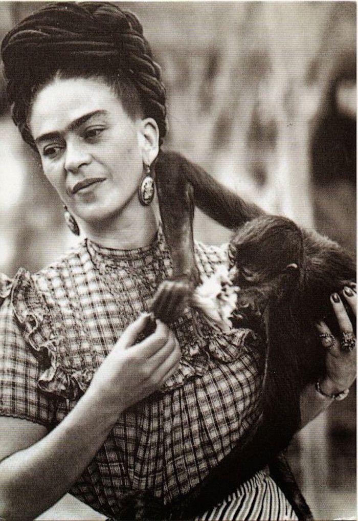 Frida Kahlo in 45 rare foto d'epoca | Diego rivera, Frida kahlo, Artisti famosi