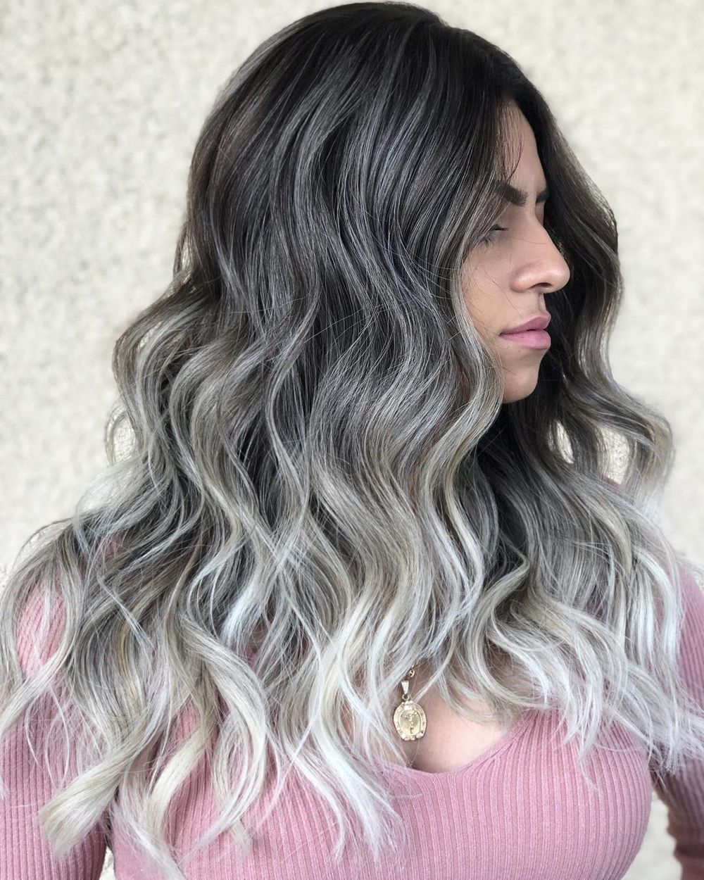 60 Shades Of Grey Silver And White Highlights For Eternal Youth Silver Hair Silver Hair Color Silver Highlights