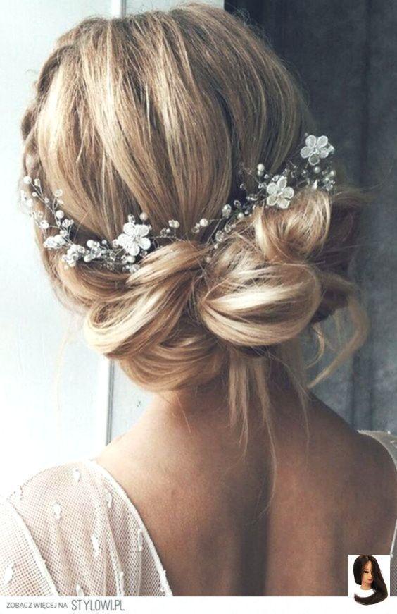 Boho Chic Hochzeitsfrisur für langes Haar mit Blumen. Hochzeitsfrisuren Half Do…