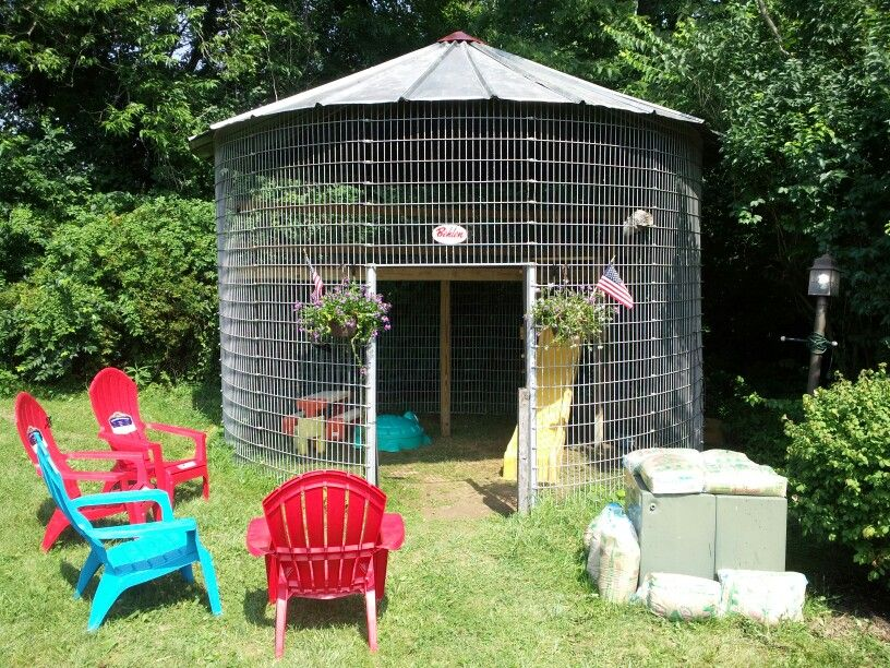 1950 39 s behlen corn crib gazebo playhouse plants for Gazebo chicken coop