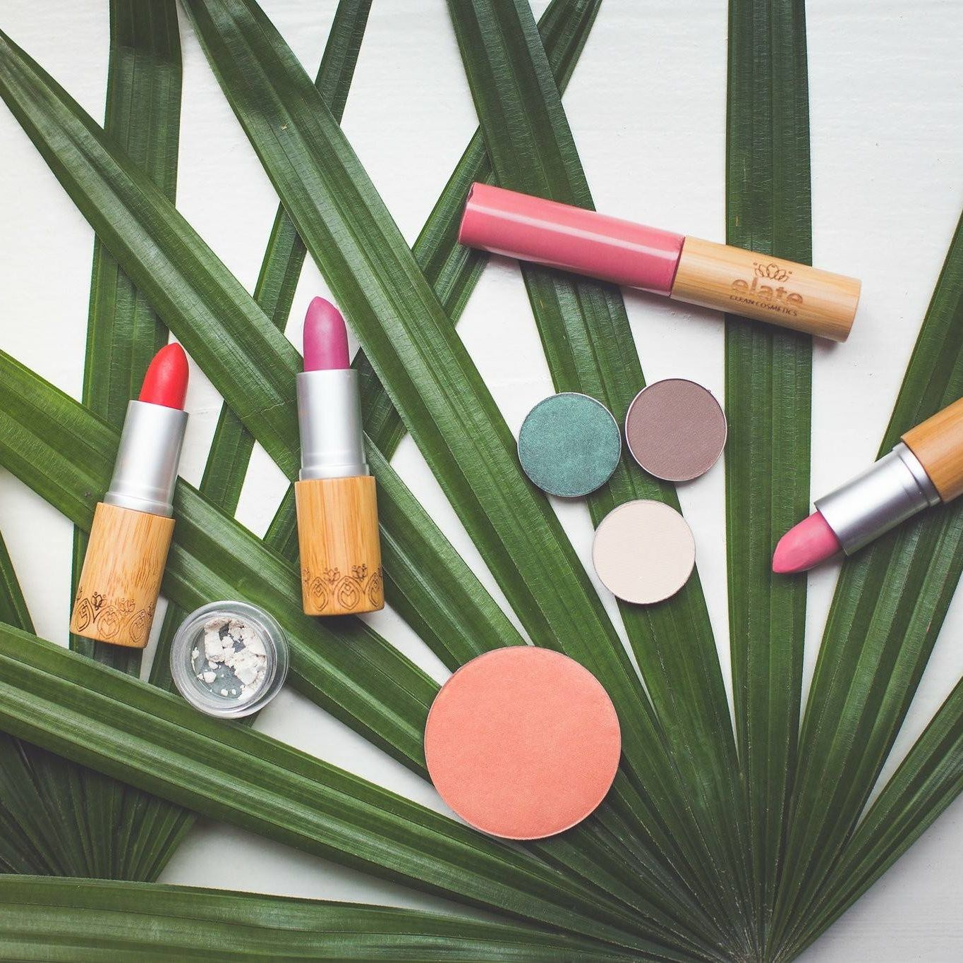 10 Natural & NonToxic Makeup Brands for Soft, Clear