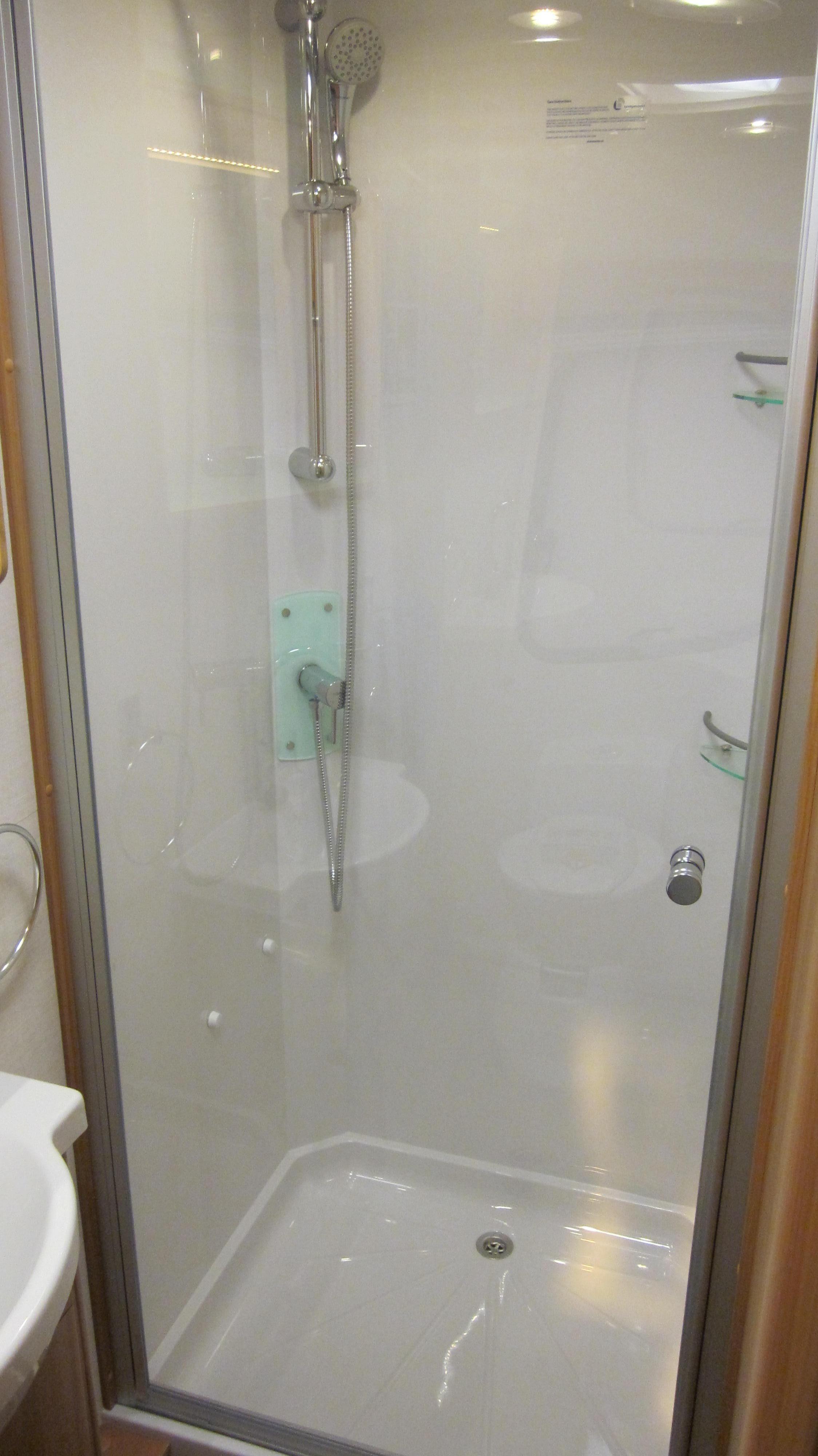 Lunar Clubman SE,Large shower cubicle. | Caravan & Motorhome Show ...