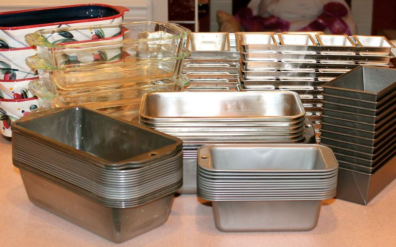 The Low Down On Loaf Pans What Size Kind Blog Post On Determining Size Volume As Well As Other Loaf Pan Tips With Images Loaf Pan Sizes Loaf