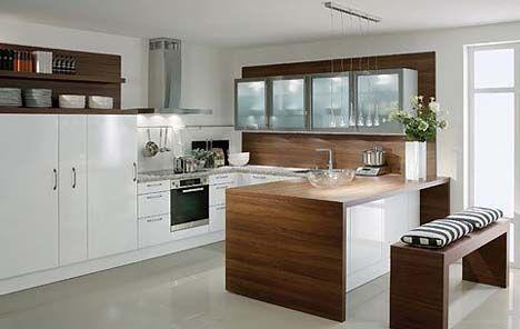 Küche mit kochinsel und sitzgelegenheit  Küche in Weiß #Kücheninsel #Wohnküche www.dyk360-kuechen.de | Haus ...