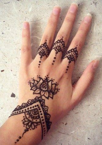 Pin By Adrianna Romero On B Eau T Y Henna Tattoo Ideen Henna