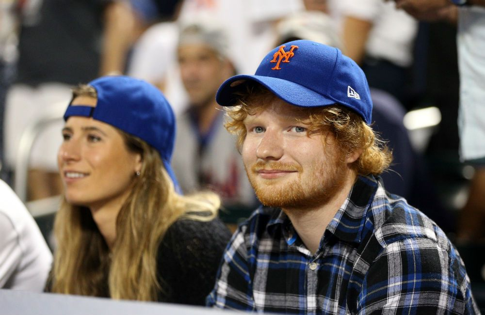 Ed Sheeran Recupera Amistad De Su Epoca De Instituto En 2020 Ed Sheeran Cantantes Compromiso Matrimonial