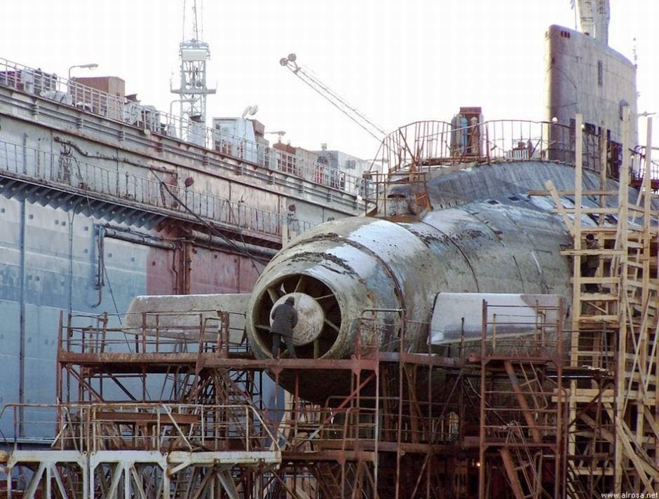 Russian Navy B-871 Alrosa is the only Kilo-class sub that uses a