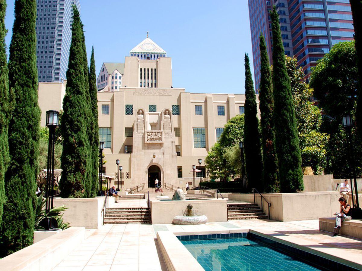 10 Awe Inspiring Art Deco Buildings In Los Angeles Art Deco Buildings Central Library Los Angeles Ideas