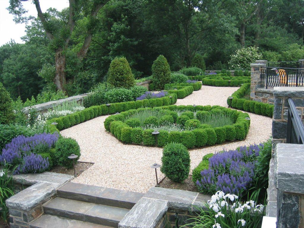 10 Gorgeous Gardens Design Chic Boxwood Garden Parterre Garden Garden Design