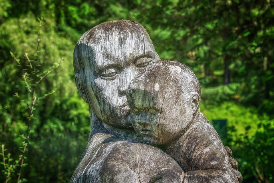 Gambar Gratis Di Pixabay Patung Kayu Anak Orang Tua