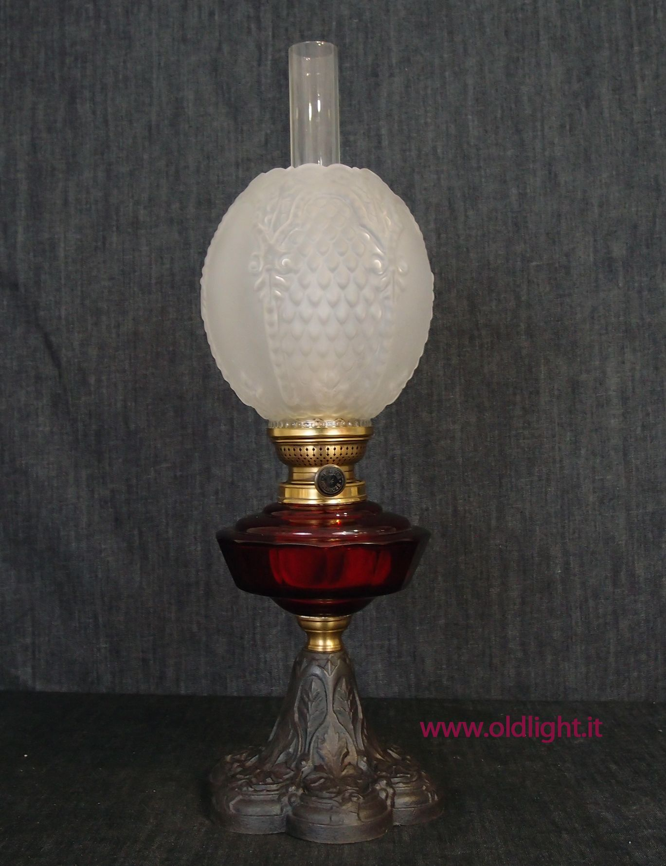 Lampada Austriaca R Ditmar Serbatoio In Cristallo Tagliato Cranberry N 8638 Base In Fusione Di Ghisa Spazzolata Bruciatore Kosmos Oil Lamps Unique Lamps Vintage Lamps