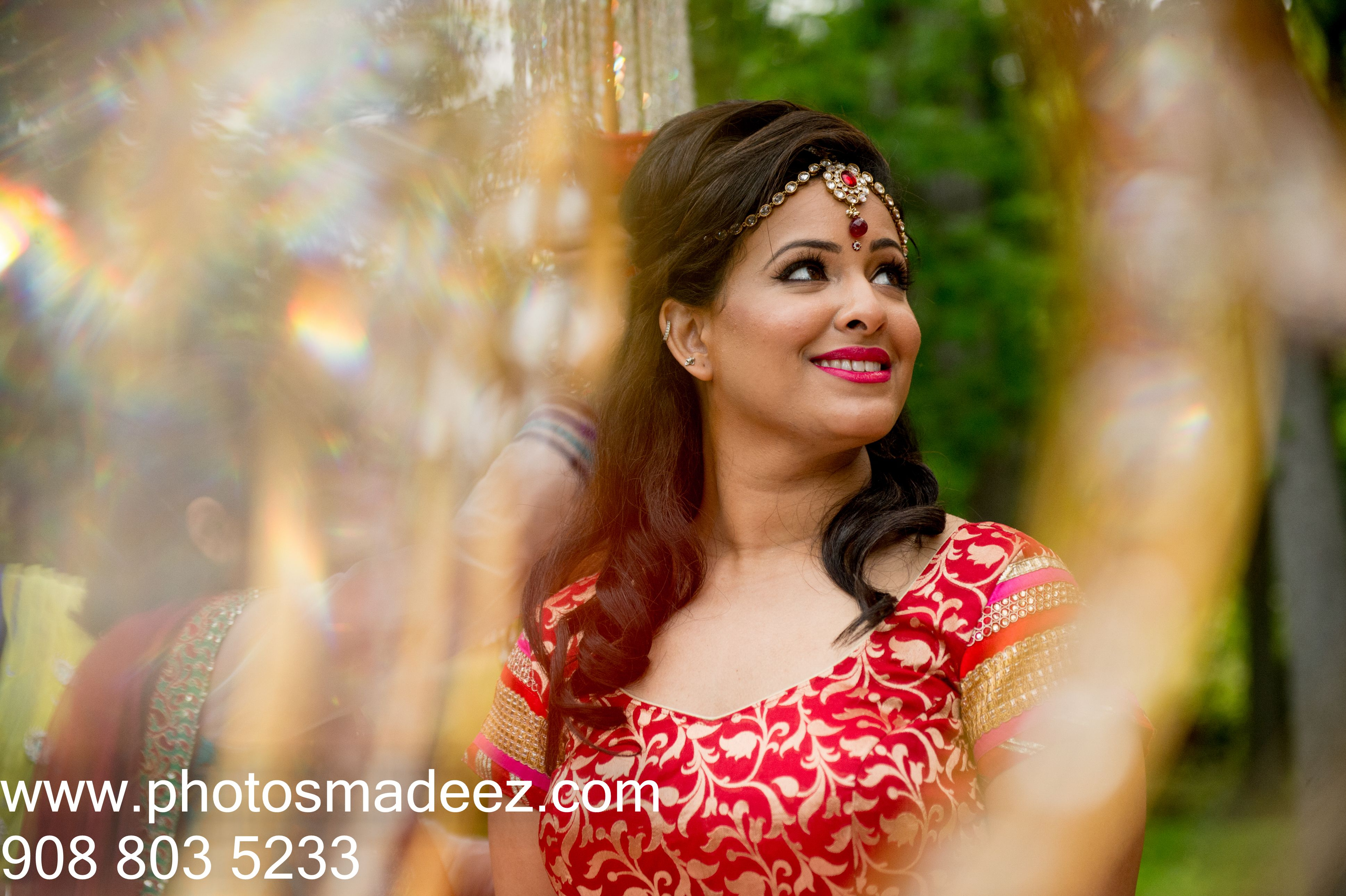 Gujarati Bride ting ready in Indian Wedding in New Jersey with