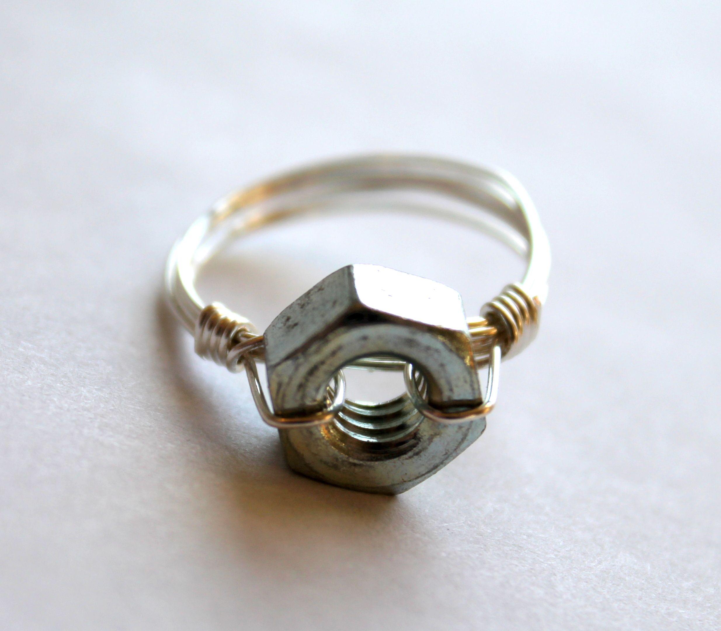Original tuerca de compromiso. Anillo de compromiso y anillo de boda ...