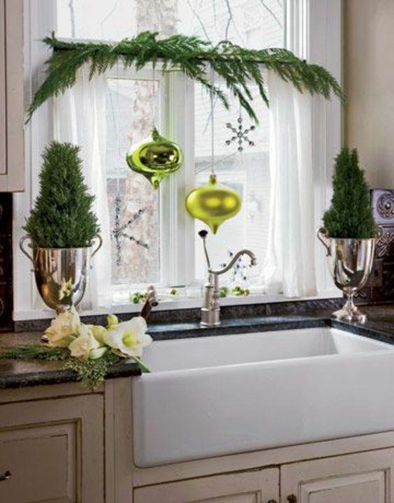 fensterdeko f r weihnachten gr ne weihnachtskugeln gr ne. Black Bedroom Furniture Sets. Home Design Ideas