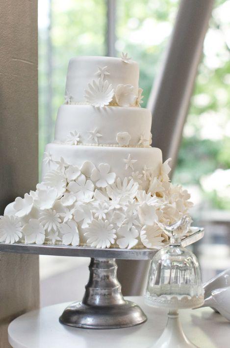 Wedding cake idea; Featured Photographer: Boyfriend/Girlfriend Pictures