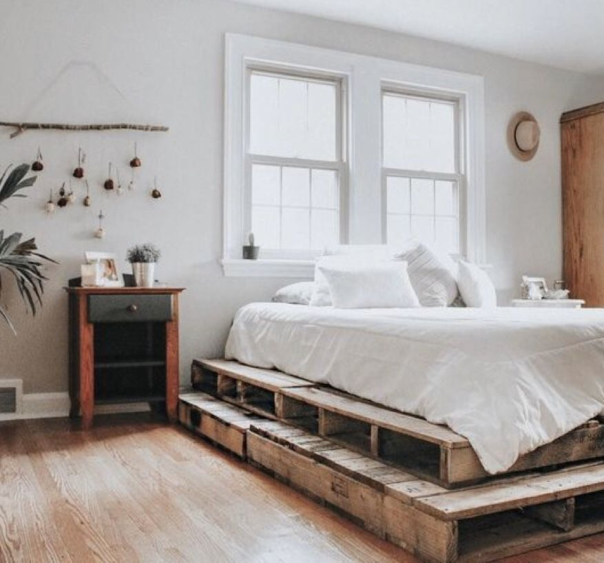 Love This Stacked Pallet Board Bed Base In 2020 With Images