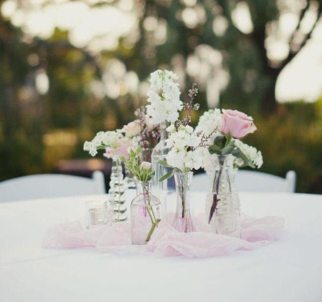hochzeit tischdeko ideen zartrosa wei glasflaschen hochzeit pinterest hochzeit and wedding. Black Bedroom Furniture Sets. Home Design Ideas