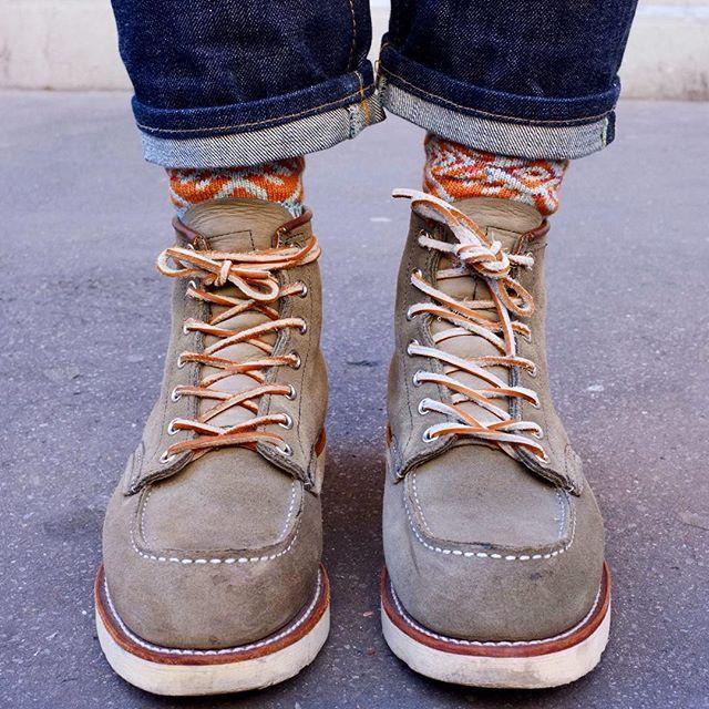 Back To Basics / Part III : Shoes. Nihonmenpu Selvedge Jeans : @edwineurope Socks Made In Japan : @chupsocks Sage Mohave 8139 : @redwingheritage  #redwing #myredwings #selvedge #denim #workwear #ootd #crafted #paris #look #style #menswear #mensstyle #fashion