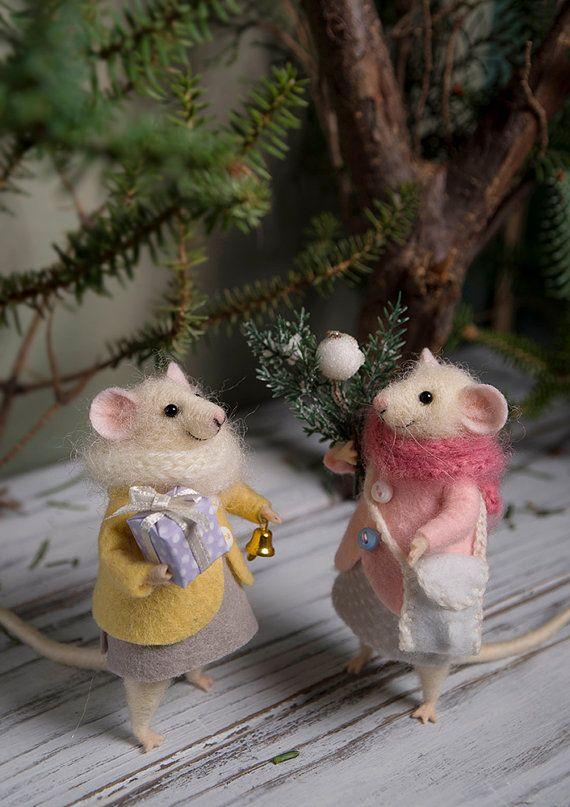 Needle Felted mouse , Woolen mouse , Christmas mouse , Christmas twig , Christmas Decoration , Art Doll , Waldorf animal , Eco-friendly #feltedwoolanimals