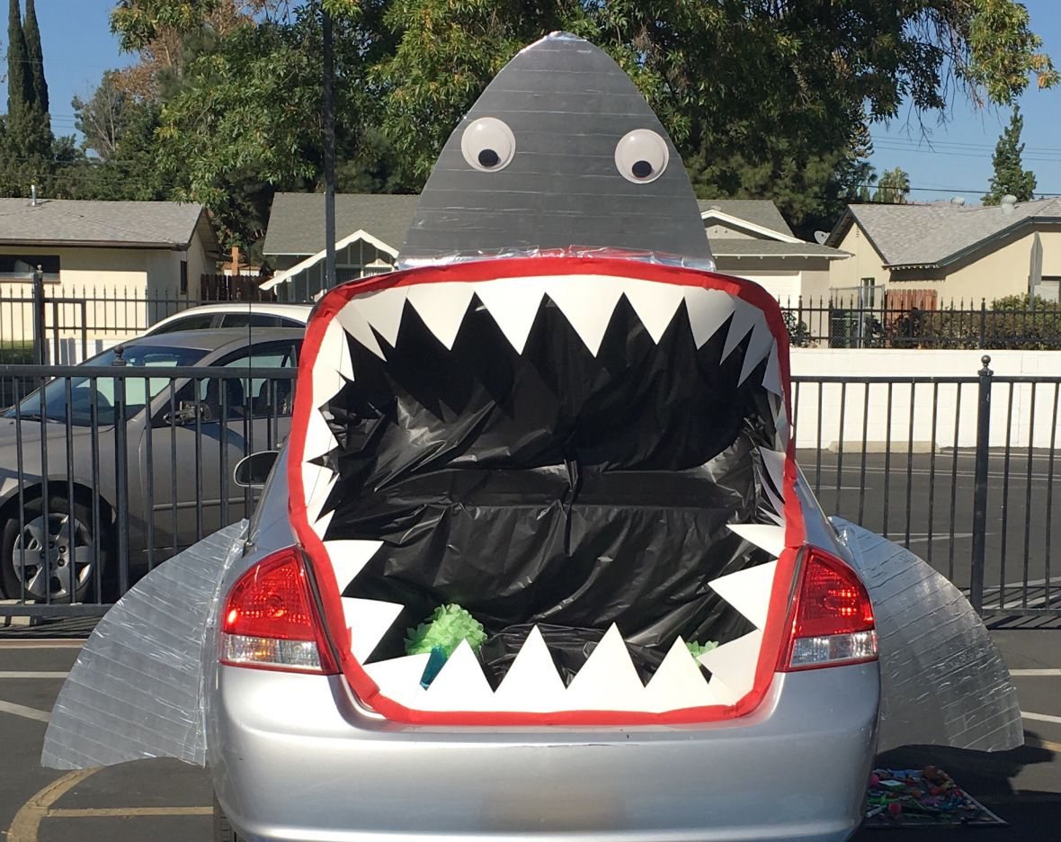 Trunk Or Treat Shark Jellyfish Diy Tutorial Crazy For D I Y Halloween Car Decorations Trunk Or Treat Truck Or Treat