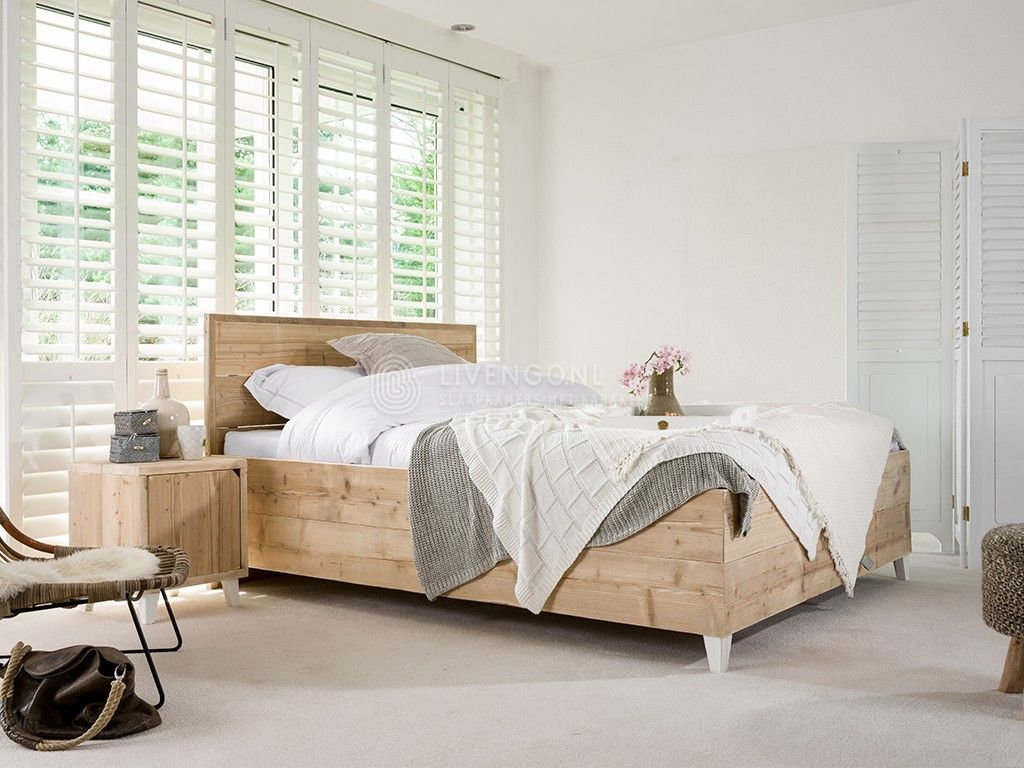 Romantisch ledikant gemaakt van steigerhout model trento