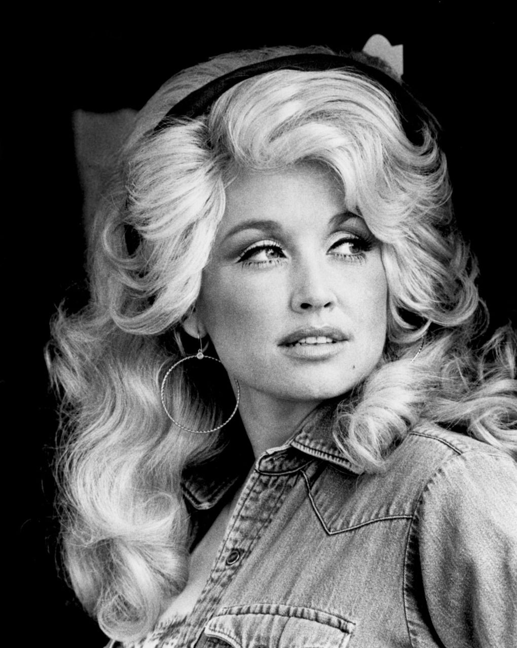 Dolly Parton looking gorgeous in 1970s
