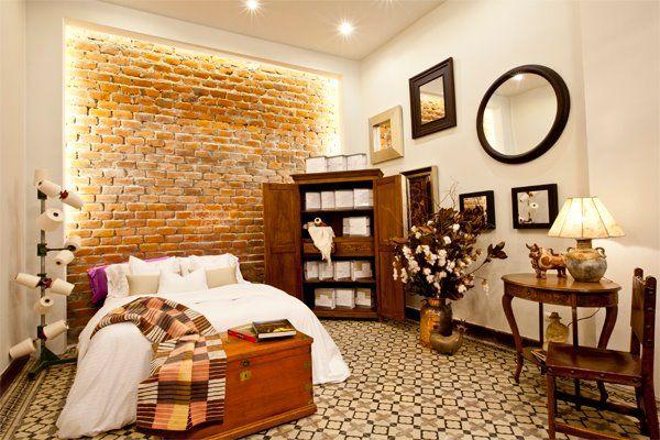 Dormitorios con paredes de ladrillos by dormitorios for Decoracion casa rojo