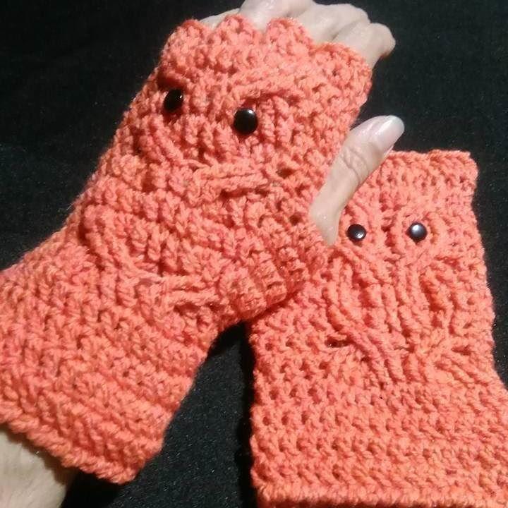 Guantes sin dedos con motivo de lechuza. #crochet #fingerlessgloves ...