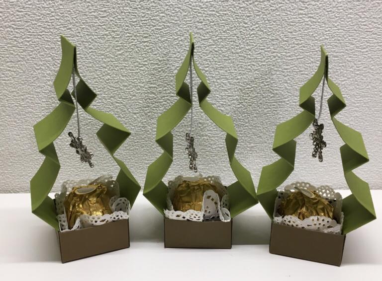 Weihnachtsbaum-Goodie mit Anleitung - kreativ-dschungel.de,  #Anleitung #kreativdschungelde #mit #WeihnachtsbaumGoodie,  #DiyAbschnitt, Diy Abschnitt,