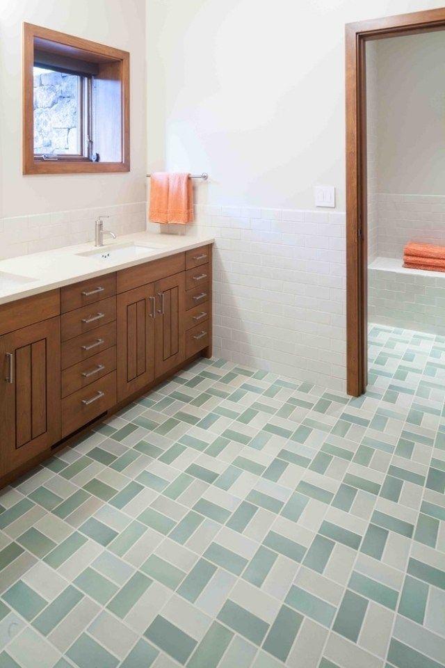 strenge geometrische Verlegemuster-Badezimmer Möbel aus Holz - badezimmer fliesen muster
