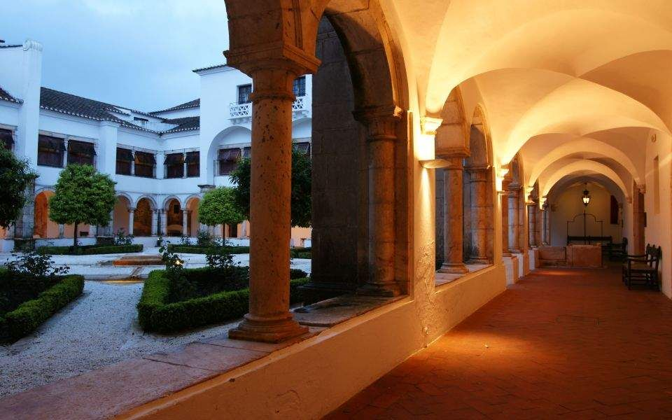 The Pousada de Vila Viçosa is found in the old Convento Real das Chagas de Cristo (The Royal Convent of Stigmas of Christ) ordered built by D. Jaime, the forth Duke of Bragança in the sixteenth century.