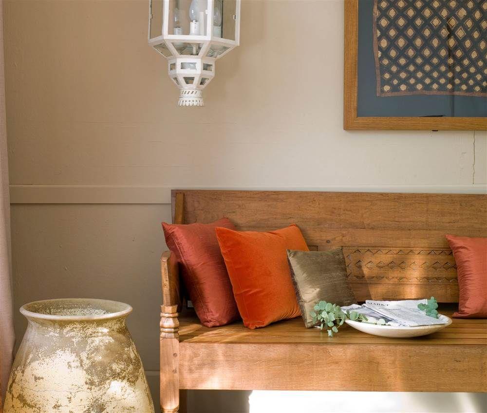 Banco de madera con cojines de colores_1000x848 f030f4d2 | Cojines ...