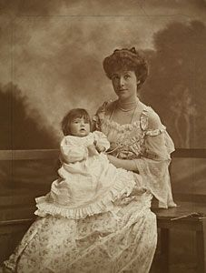 Maud Messel with her daughter Anne c1902. ©The Messel Collection at Nymans Gardens, The National Trust
