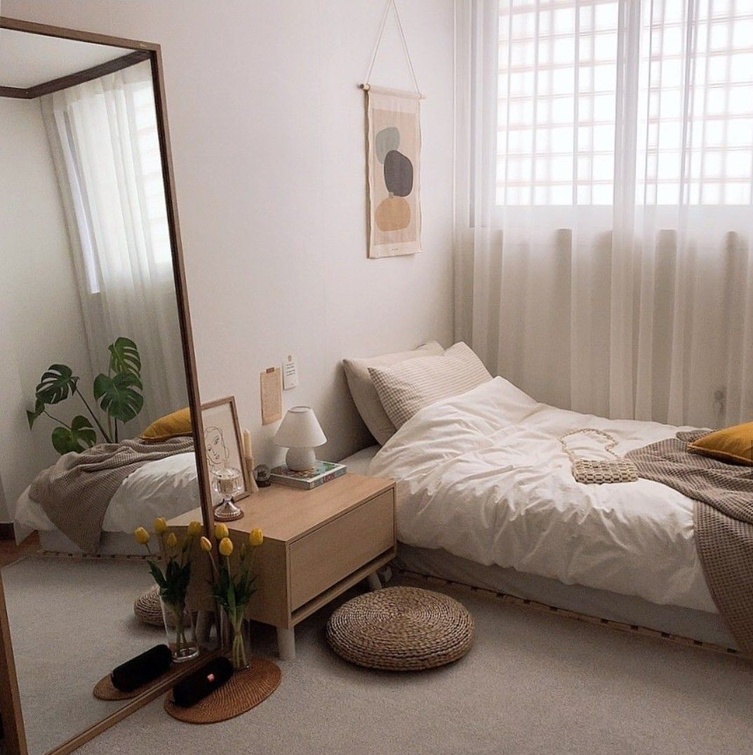 Pin By Evelyn Wong On A E S T H E T I C D E C O R Small Bedroom Decor Urban Outfiters Bedroom Room Interior Great inspiration small bedroom
