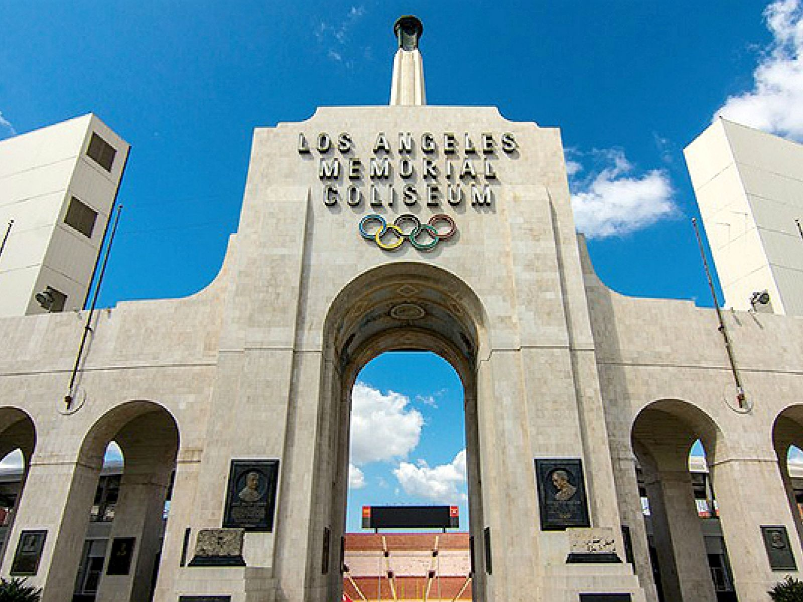 Read On For A List Of Ten Of The City S Most Iconic Athletic Venues And The Movies And Television Shows In Los Angeles Travel Summer Olympic Games Los Angeles