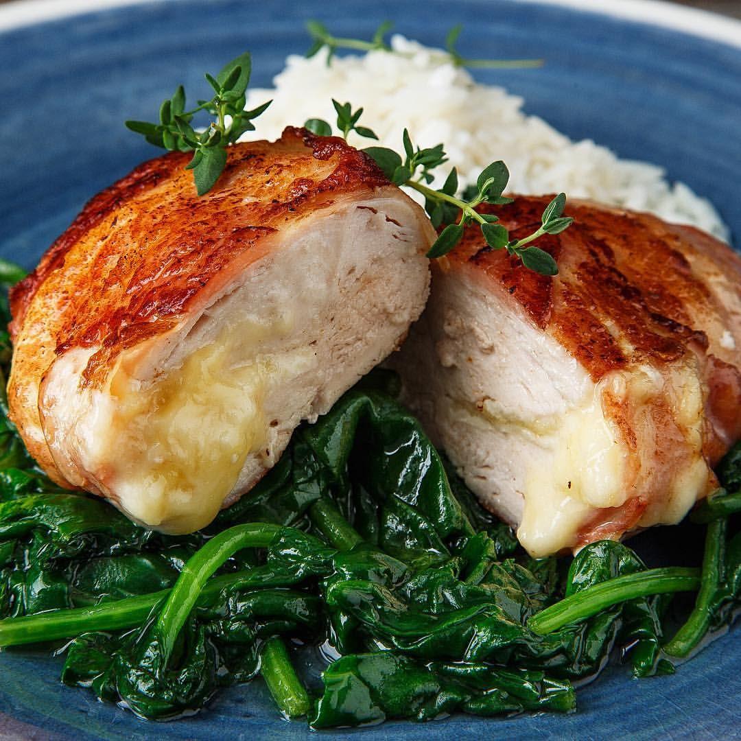 Kylling på smørdampet spinat.
