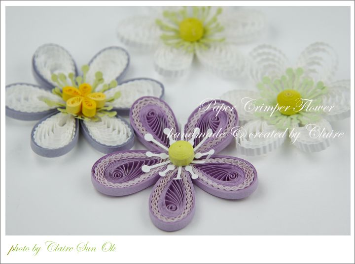 crimper tool을 사용해서 만든 꽃입니다.     주름 만드는 도구를 포스팅 했는데   사용하는 방법을 모르실 것 같아 급하게 꽃을 만들었어요.     주름진 띠지를 제가 한 방법으로 꽃을 만들 수도 있지만   더 다양한 기법을 동원해서 ...