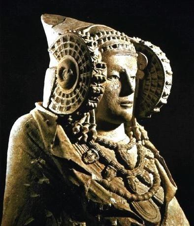 La Dama di Elche è un busto in pietra ritrovato a Elche, in Spagna, nel 1897. È conservata presso il Museo Archeologico Nazionale di Madrid. La scultura è di provenienza incerta: forse greca, iberica o cartaginese.