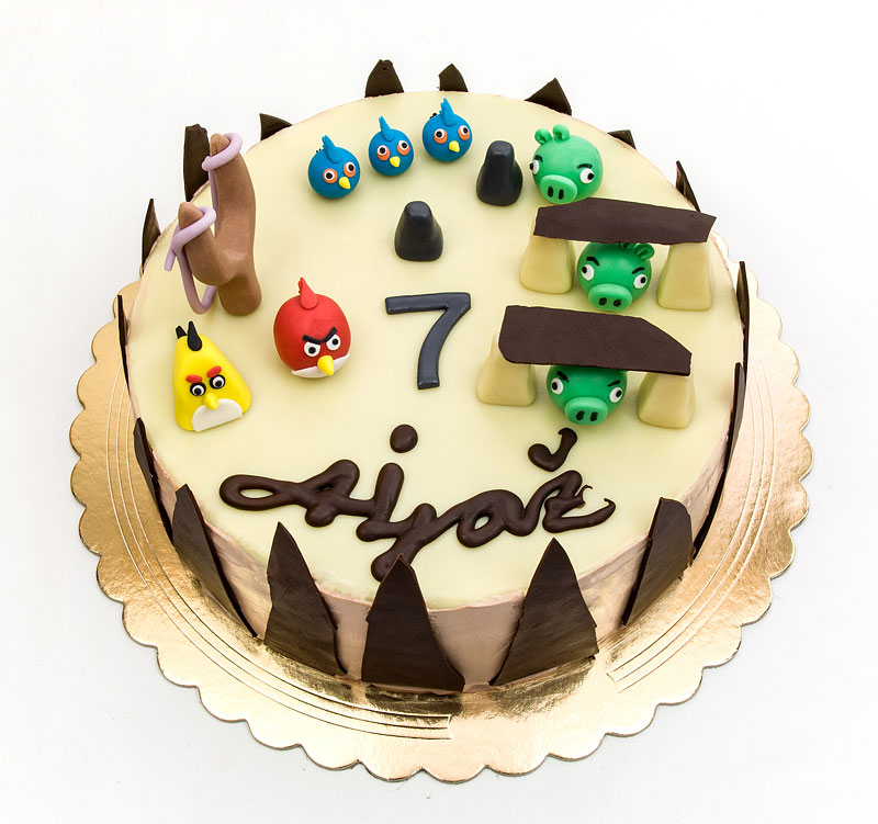 Angry birds chocolate cake with toppers by wwweasyrecepticom