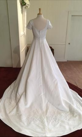 Eden Bridals ED2063 12: buy this dress for a fraction of the salon price on PreOwnedWeddingDresses.com