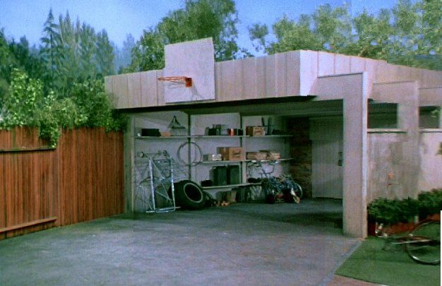 The brady bunch blog the bradys patio and driveway