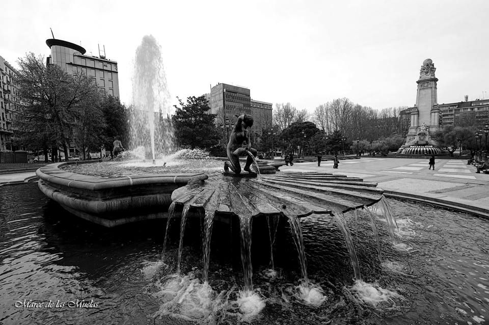 ...por la Plaza de España... Madrid. — en Madrid.