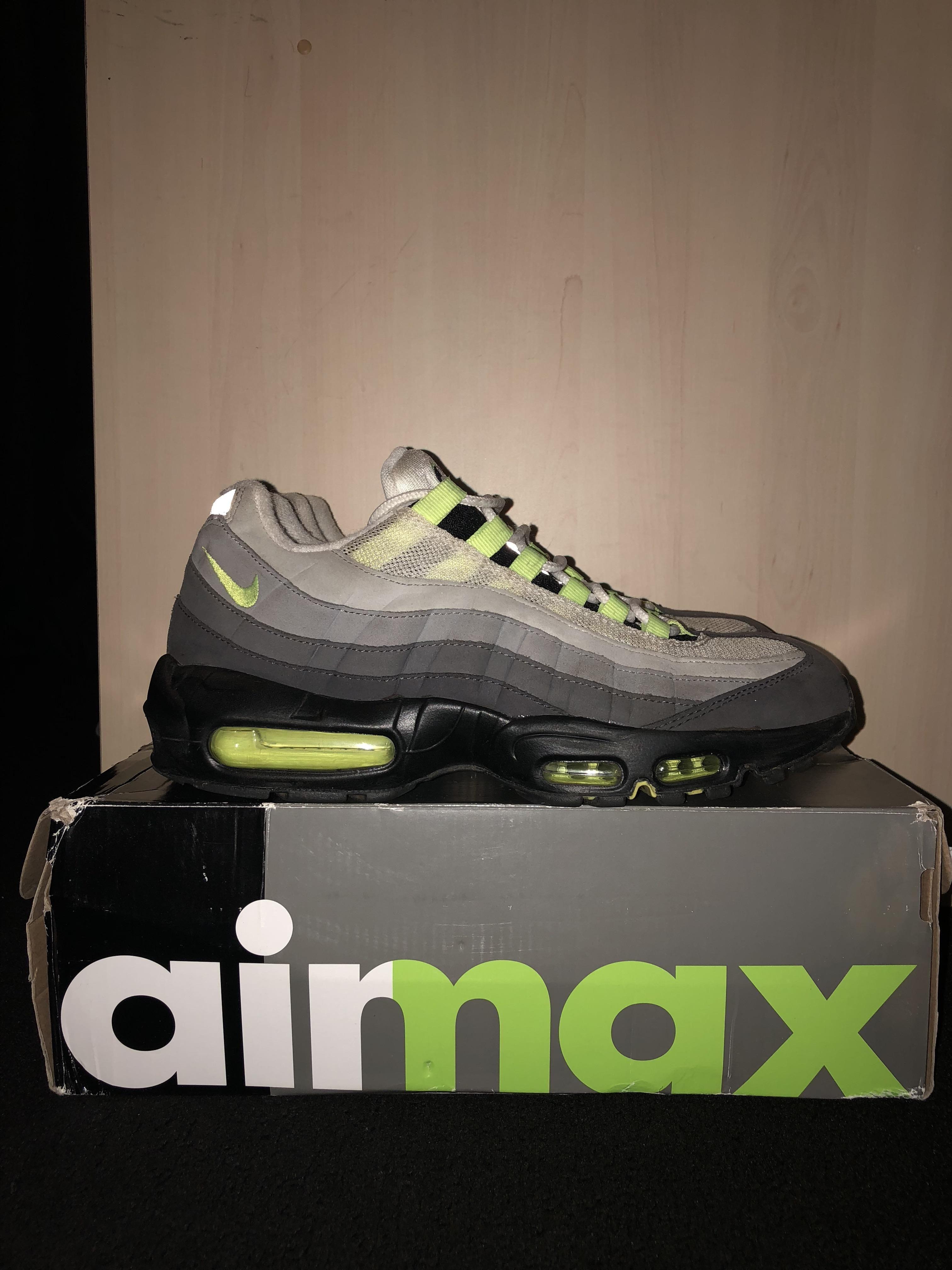 r/Sneakers A subreddit for sneaker lovers. Nike air max