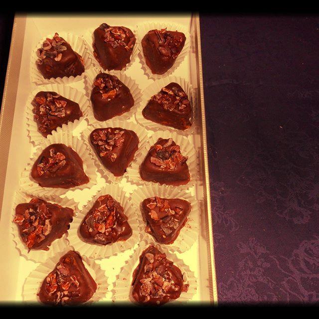 Nugat-Kakaosplitter-Pralinen, selbst hergetellt