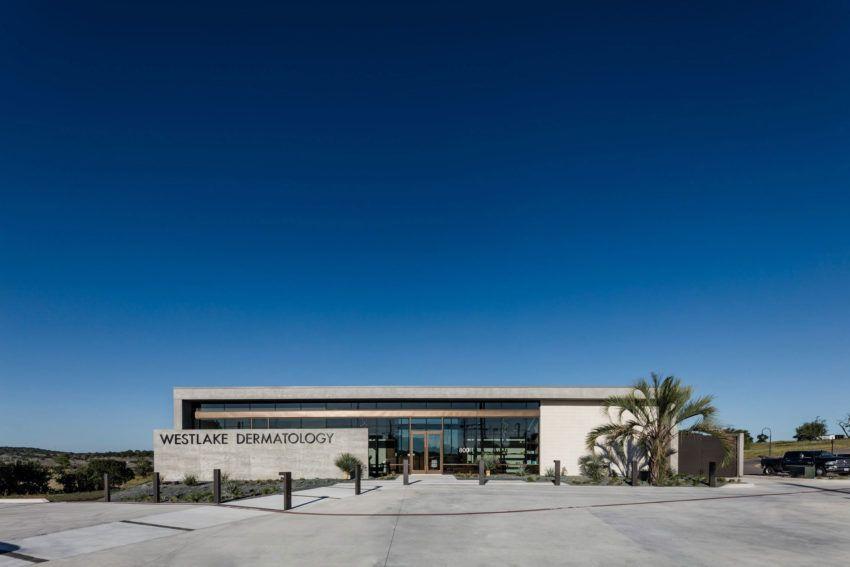 Matt Fajkus Architects Designed this Low-Lying Dermatology Office in Texas, USA